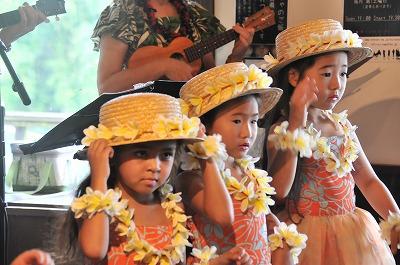七夕の日すいしゃでは、午後よりハワイアン演奏の発表会とそれに合わせてフラダンスの可愛い演舞がありました。
